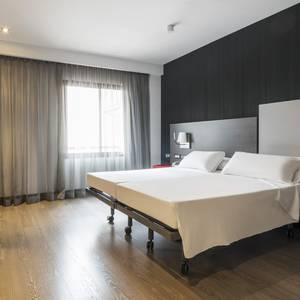 Barrierefreies Zimmer Hotel ILUNION Suites Madrid Madrid